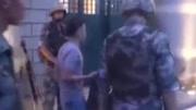 男子擅闯驻澳门部队营区被战士飞身擒拿 现场视频曝光