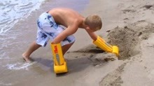 老外发明挖土神器,挖土动作很魔性,网友:挖掘机师傅要下岗?